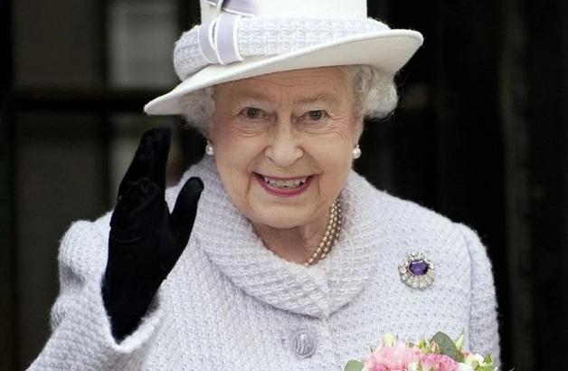 СМИ: Королева Великобритании пожаловалась на испорченный из-за Трампа газон