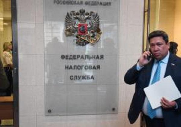 Налоговики разыскивают 170 миллионов рублей с объектов Алексея Миллера и Вагита Алекперова