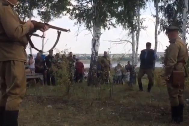 На алтайском военном фестивале «расстреляли» «предателя Родины»