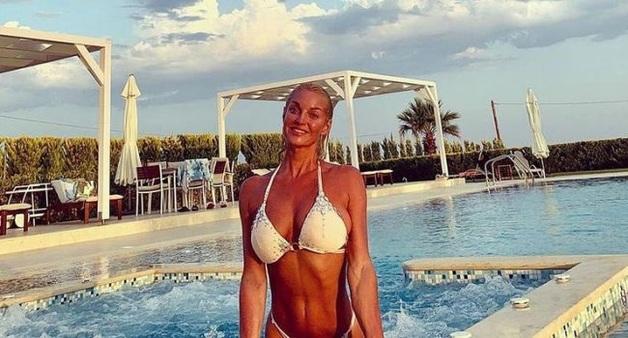«Мне так этого не хватало»: Анастасия Волочкова во всей красе продемонстрировала на камеру абсолютно голое и мокрое тело