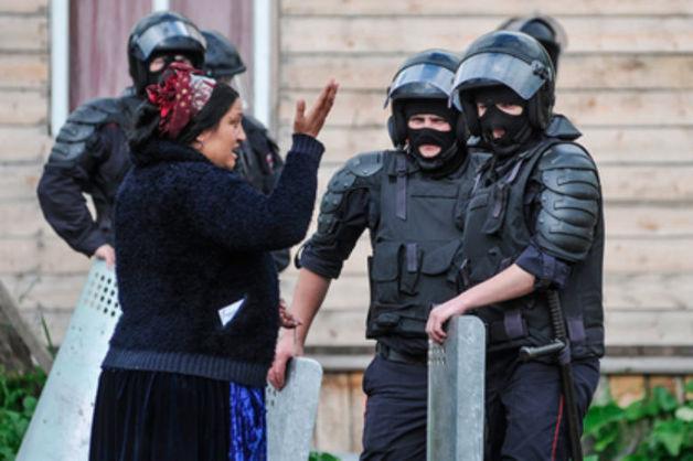 Цыганская семья из Подгорного переехала после встречи с главой кемеровского МВД