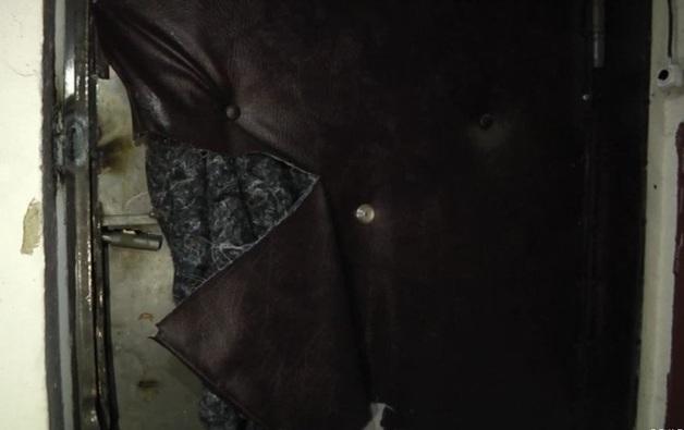 Приставы заварили дверь в квартиру отказавшихся переезжать по реновации москвичей