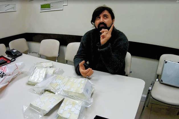 «Певца-решальщика» Арэя Балевского приговорили к 3 годам колонии за попытку мошенничества на 2 млн долларов