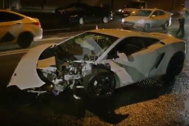 В Москве водитель на чужой Lamborghini врезался в BMW