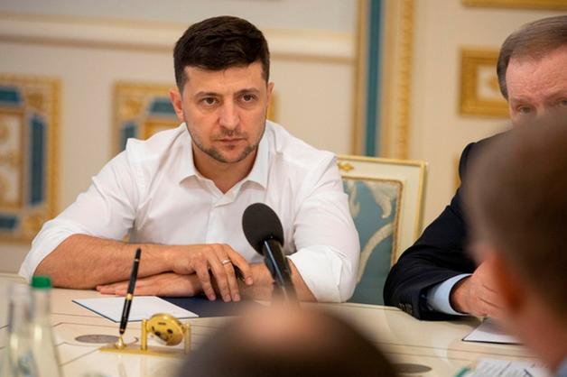 Зеленский предложил разрешить украинцам вносить законопроекты