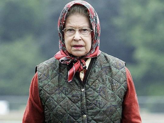 Королева Елизавета остроумно ответила, когда к ней обратились не узнавшие ее американские туристы