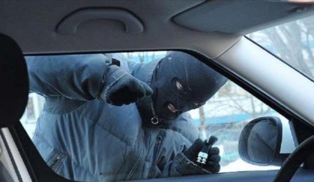 В Москве банда с молотками перекрыла тоннель и украла $250 тысяч из автомобиля