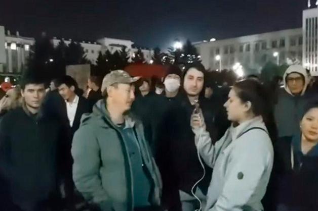В Улан-Удэ группа участников стихийной акции протеста осталась на площади