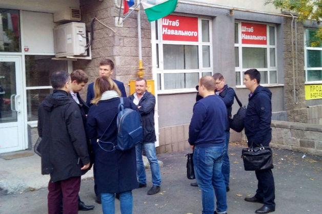 Силовики провели обыски у сотрудников штабов Навального