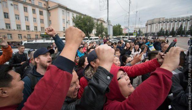 Бурятию сотрясают протесты. Третий день идёт война народа и властей
