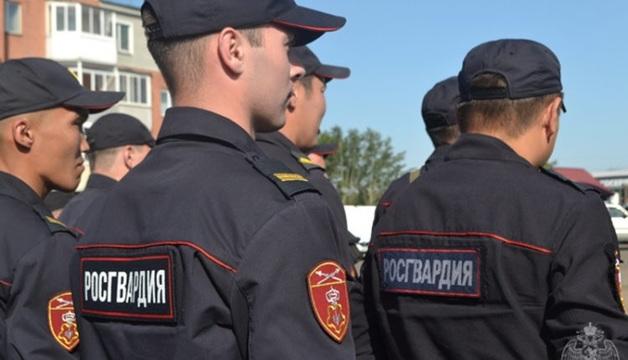 В Улан-Удэ росгвардейцы кинули дымовую шашку в автобус, в котором спали протестующие