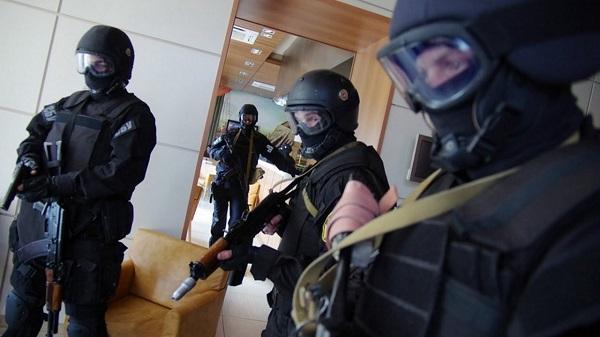 «Все ждут, когда государство развалится, но это самоубийство» — Владимир Мирзоев о реакции общества на нарастающие репрессии