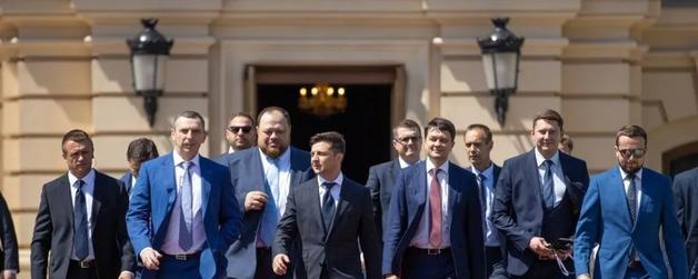 Друзья Зеленского на базе СБУ пытались подчинить Раду – Коломойский и Пинчук вмешались