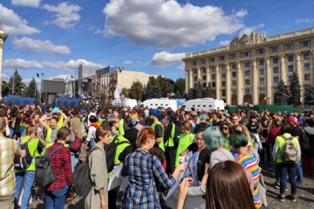 Избиение участников гей-парада в Харькове попало на видео
