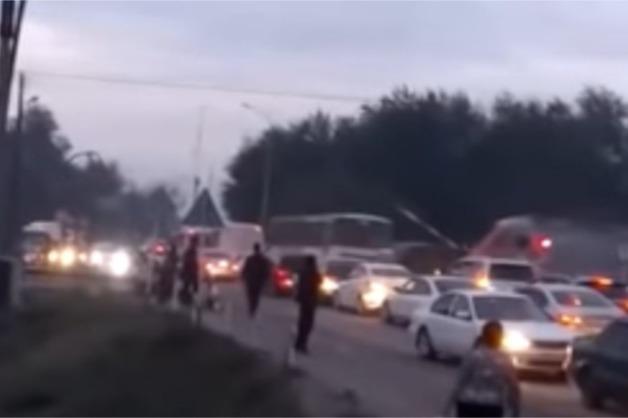 Появилось видео столкновения поезда с автобусом в Казахстане