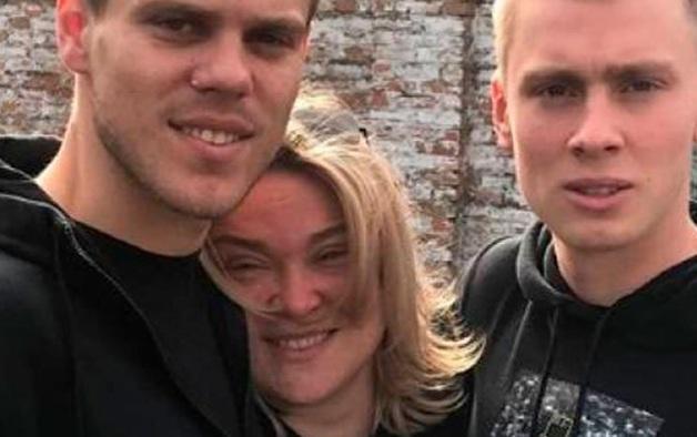 «Я снова стала матерью»: мать Кокориных поделилась фото с сыновьями