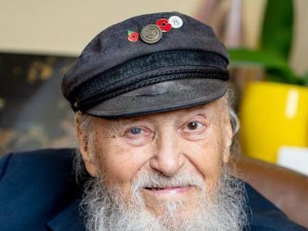 Самый старый гей в деревне: 96-летний ветеран сыграл свадьбу с мужчиной