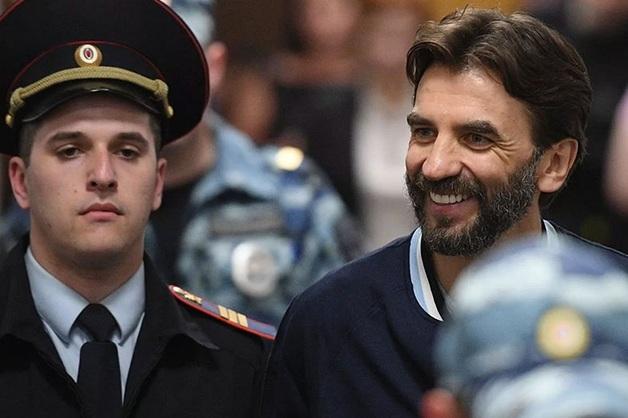 Арестованный экс-министр Абызов пожаловался, что уже полгода не может дать показания по существу