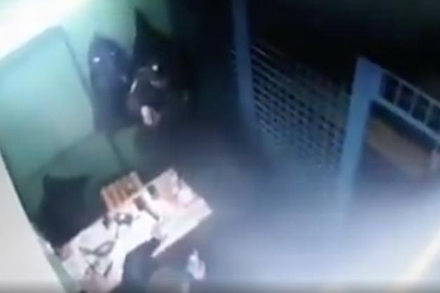 Опубликовано видео, где полицейский расстрелял своих коллег на станции метро «Рязанский проспект»