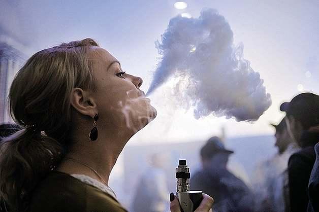 Walmart прекращает продажи электронных сигарет: Названа причина