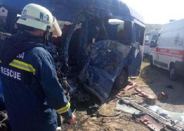 Под Одессой в жуткой аварии погибли девять человек