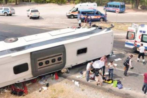 Трансферный автобус с российскими туристами перевернулся в Турции