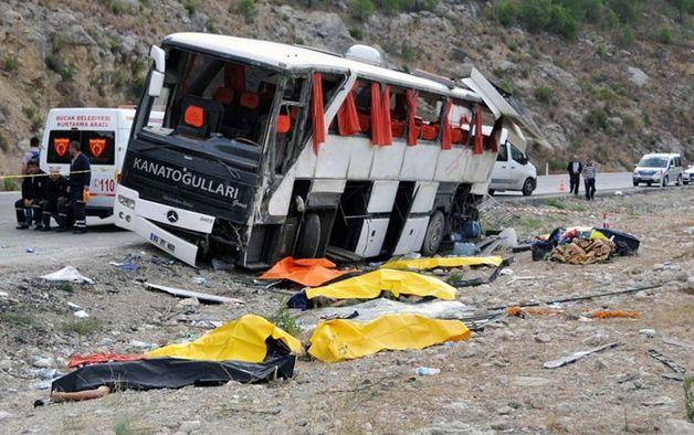 В Турции по дороге в аэропорт в ДТП попал автобус с российскими туристами, пострадали 22 человека