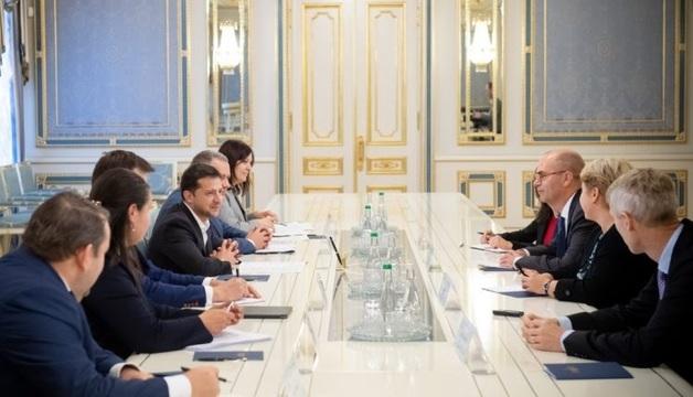 "Зеленский обсудил с представителями МВФ ситуацию по ""Приватбанку"""