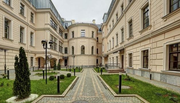 Фонд однокурсника Медведева избавляется от элитных квартир в центре Санкт-Петербурга