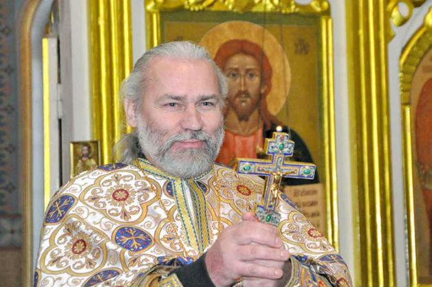 Обвиненному в педофилии российскому священнику запретили служить