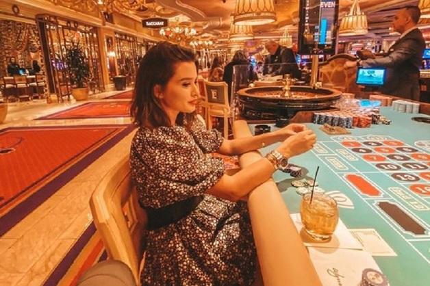 «Как же тут круто». Ксения Бородина спустила деньги в казино Вегаса