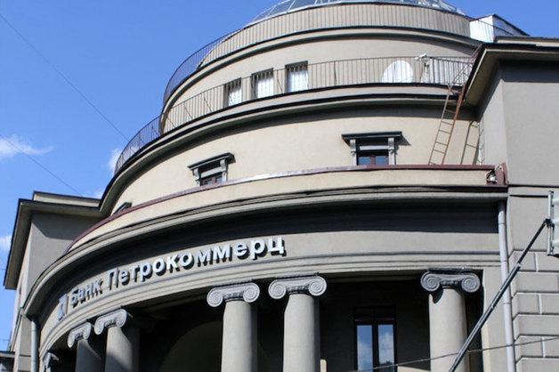 Новые обыски по делу банка «Петрокоммерц» прошли в загородной резиденции экс-предправления
