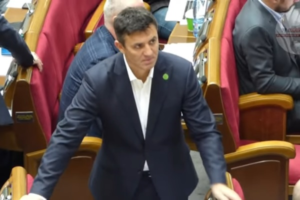 "Спрятался за колонну Добкина: в Раде засняли странное поведение ""слуги"" Тищенко"