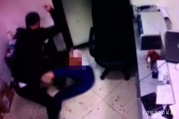 Заведено дело на инспектора ФСИН после того, как полицейский под домашним арестом зарезал свою бывшую жену