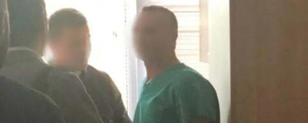 Подозреваемого во взяточничестве врача-трансплантолога отпустили под ночной домашний арест и оставили на должности