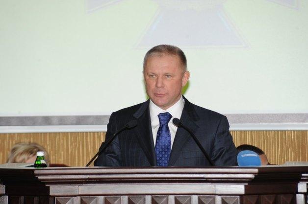 Квартиры, земля и много валюты: декларация коррумпированного генерала Владимира Верхогляда