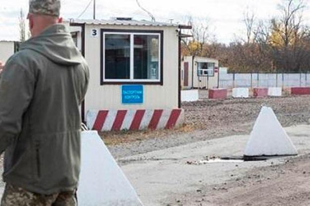 Националисты прорвались через КПП полиции в районе развода сил в Донбассе