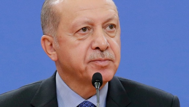 """Эрдоган официально заявил про операцию """"Источник мира"""" в Сирии: появились первые фото авиаударов"""
