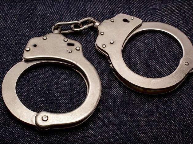 В Харькове похитили экс-налоговика и приковали его наручниками к столбу