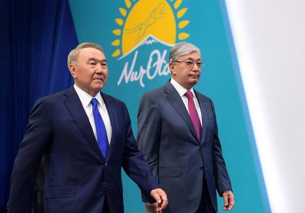 Казахстан: Токаев бросил первый камень в огород Назарбаева