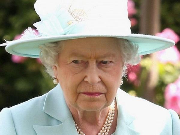 """Королевский скандал: на Елизавету II подает в суд """"законный наследник престола"""""""