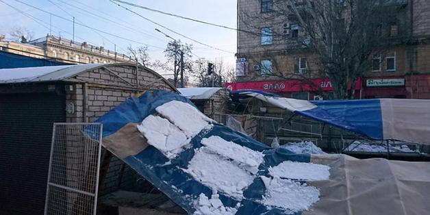 В Днепре снесли незаконный рынок «Торжок»