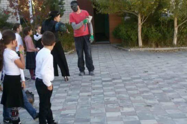 В школу в Дагестане задержали мужчину с топором и в маске
