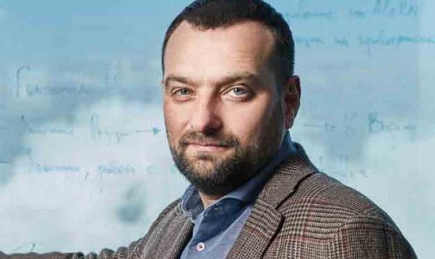 Одиозный смотрящий Андрей Ваврыш уничтожает историческую часть Киева