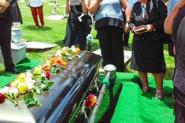 """Вдруг повернул голову: очнувшийся на похоронах """"покойник"""" испугал семью"""