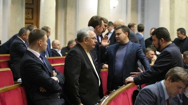 Во фракциях коалиции осталось только 223 депутата. Какие будут последствия для Рады