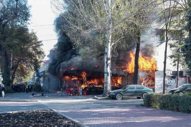 В центре Бишкека произошло три мощных взрыва