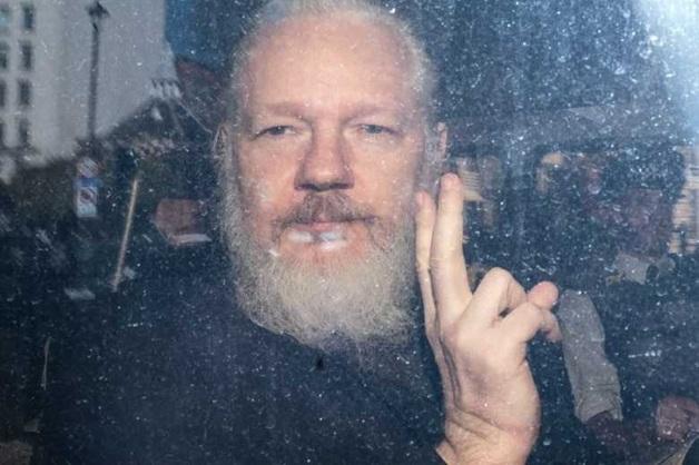 DM: отец Ассанжа опасается, что основатель WikiLeaks может умереть в тюрьме