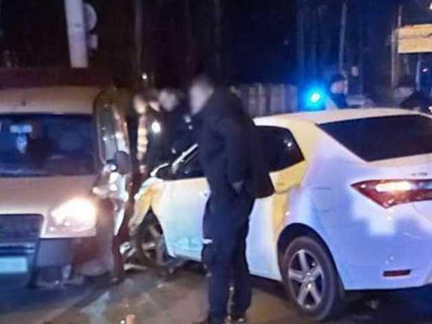 В Херсоне столкнулись Toyota Corolla и Fiat Doblo: один из водителей был пьян
