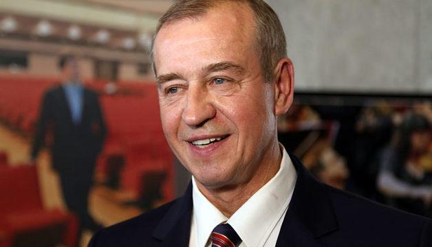Губернатор Иркутской области назвал «бессмысленными сигналами» указы президента о повышении зарплат бюджетникам. Недавно он увеличил себе оклад